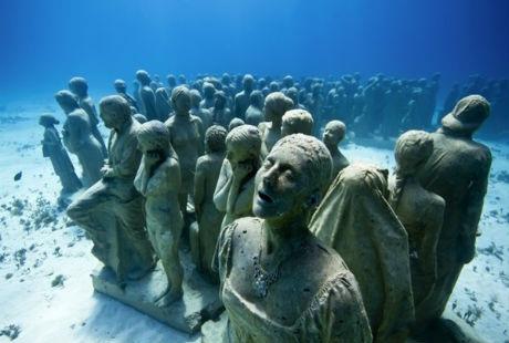 Một người anh đã điêu khắc 500 bức tượng dưới đáy biển