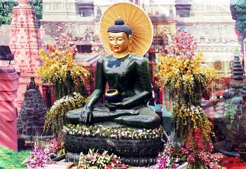 Ở Quảng Bình đã được trưng bày pho tượng phật ngọc lớn nhất thế giới